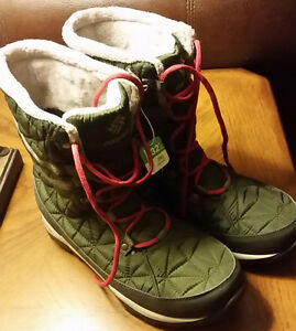 Brand New (Tags On) Columbia Women's Omni Heat Boots Size 8-1/2 London Ontario image 1