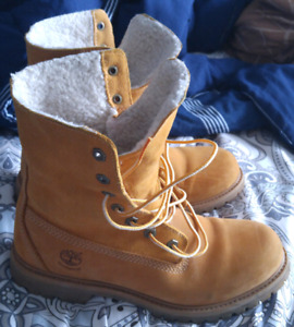 Looking for size 9 or 10 woman's timberlands