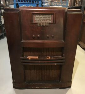 Antique Philco Model 54A Console Radio