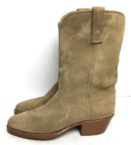 A LIGHT TAN COLORED PAIR OF COWBOY BOOTS SIZE 10.5