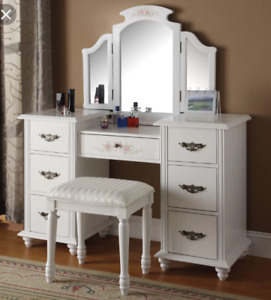 Looking for a make up vanity & Mirror