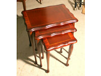 Nest of Wooden Tables Antique Style, ideal for drinks and TV food - In good condition