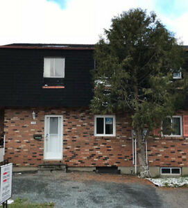 NEW LISTING - 378 WENTWORTH CRES - $135,900