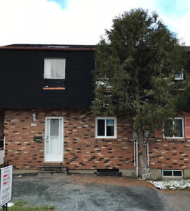 NEW PRICE - 378 WENTWORTH CRES - $135,900 - MAKE AN OFFER!