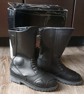 BNIB genuine leather motorcyle boots Men sz 7