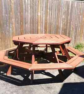 Octagon table buy or sell patio garden furniture in for Outdoor furniture kijiji