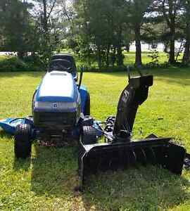 Lawn tractor/snow blower