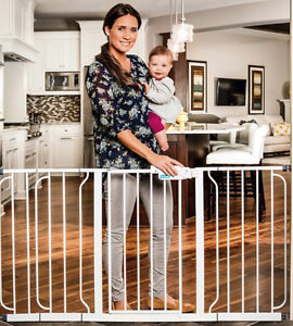 Regalo Extra Wide Span Walk Through Gate, White (New in box)