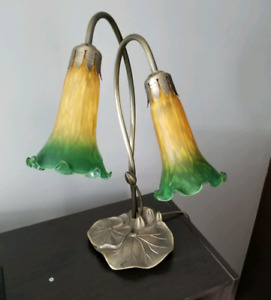 Tiffany Style Pond Lily Lamp