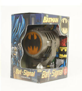 1/6 BATMAN - METAL DIE-CAST BAT-SIGNAL RARE HARD TO FIND!