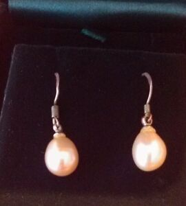 SALE on OVAL CULTURED PEARL EARRINGS...PRE-OWNED