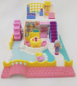 Vintage Polly Pocket Grandma's Cottage 1994 w/ 2 Polly Dolls