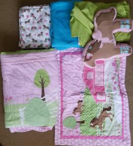 Horse themed girls bedding set w/ rug, lamp, deco-pillow