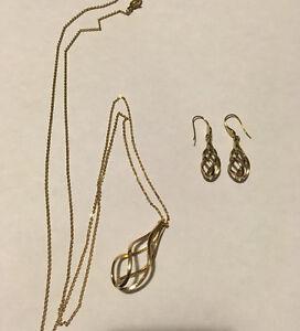 Long collier et boucles d'oreilles assorties Caroline Néron