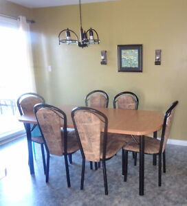 ***NEW PRICE*** NIce & Clean dining table / 6 chairs