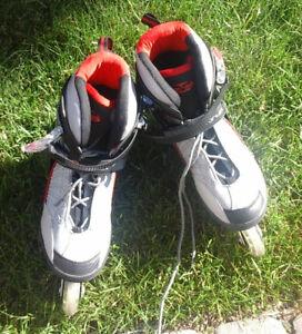 Patins roues alignées ainsi que coudes, genoux et poignets