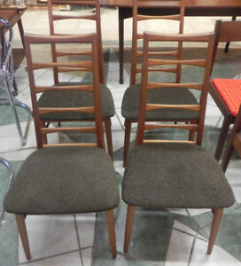 MID-CENTURY SET OF 4 TEAK CHAIRS MADE IN DENMARK