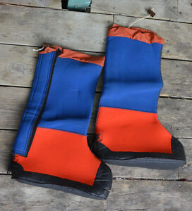 Neoprene outer boots for ice climbing