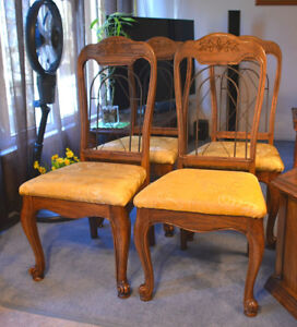 For sale 4 antique chairs.