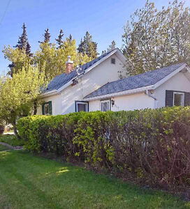 2 Bedroom house in Trochu, AB-- available immediately!