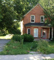 HOUSE FOR RENT ORILLIA $1250/MONTH, 3 BEDROOM - 8 MONTH LEASE!!