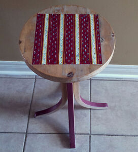 Handpainted decorative solid wooden plant stand accent table London Ontario image 4