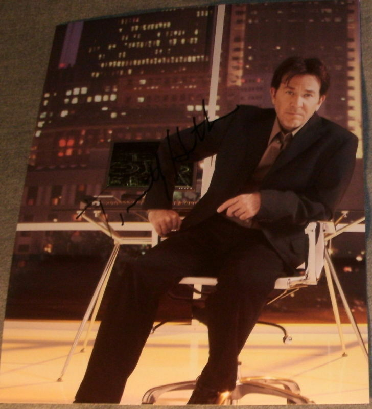 """TIMOTHY HUTTON SIGNED IN OFFICE """"LEVERAGE"""" PROMO PHOTO"""