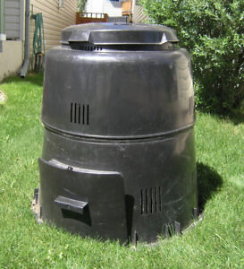 COMPOST BIN - CLEAN AND COMPLETE