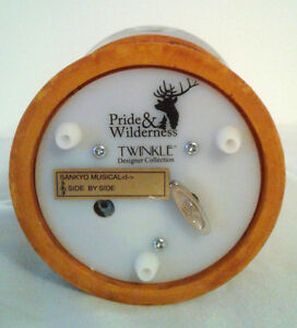 TWINKLE Whitetail deer family SNOWGLOBE 100MM MUSIC BOX London Ontario image 3