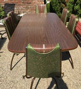 VINTAGE DINETTE SET WITH 6 CHAIRS - DINING