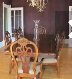 Dining room table with 6 chairs and 2 captain chairs