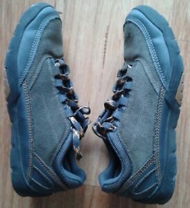 MEN'S CASUAL / HIKING SHOES  Size 8.5/9