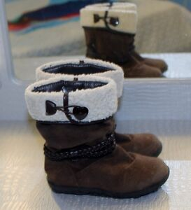 3 PAIRS OF TODDLER BOOTS SIZE 8 & 9 ALL FOR $5