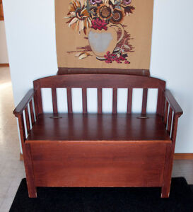 Deacon's Bench with hinged lid box