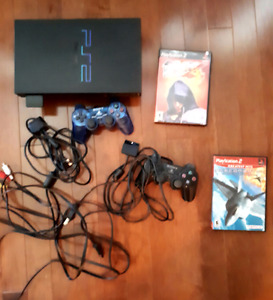Ps2 FAT looks new and in excellent condition 2 cntrollers