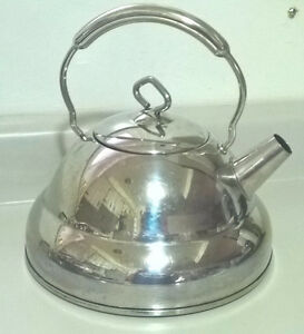 Culinary Essentials Tea Kettle 2.8 qt/ 2.6 L Tea Pot Stainless