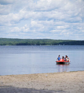 Private Family Lakeside Cottage, private beach & boats included