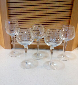 Wine glasses with frosted flower etching