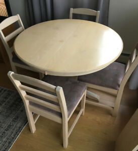Solid wood round table + 4 chairs + 2 leaf inserts, $100 (OBO)