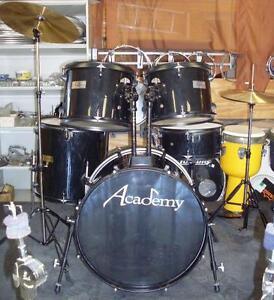 Batterie/ drum usagée Academy 5 MCX COMPLET Avec Cymbales,pieds,pédale,bâtons