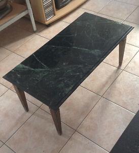 Table en marbre vert et vene noir