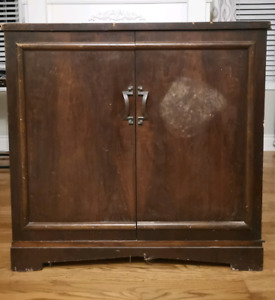 Antique Radio / record player cabinet