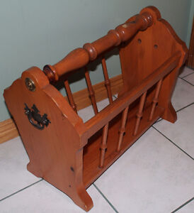 LARGE SOLID WOOD MAGAZINE/NEWSPAPER RACK / STORAGE
