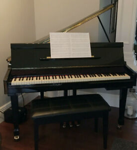 SUZUKI HG-425e MINI-GRANDE DIGITAL PIANO