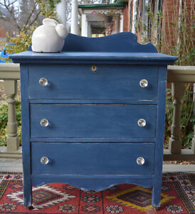 Charming Vintage Chest of Drawers