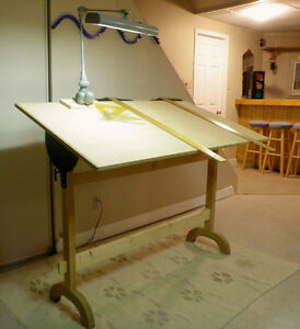 LARGE VINTAGE DRAFTING TABLE WITH VINTAGE INDUSTRIAL LAMP