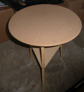 Round particle board side table, excellent condition Kitchener / Waterloo Kitchener Area image 1