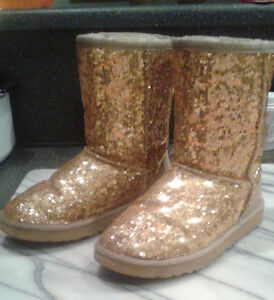 Size 5 Gold Sequin UGG boots (fits girls wearing size 3 shoes) Windsor Region Ontario image 1