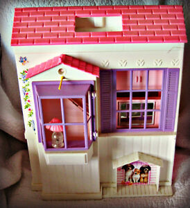 BARBIE ~ HOUSE (FOLDS OUT TO 3 ROOMS) W/BATTERY LAMP IN WINDOW Kitchener / Waterloo Kitchener Area image 1