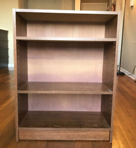 Bookcase with Movable Shelves